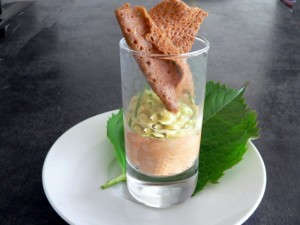 mousses de thon et d'avocat,chips de sarrasin